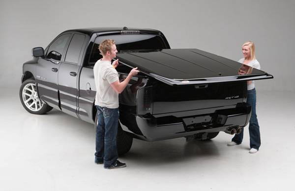 Undercover - Undercover UC4076S SE Smooth Tonneau Cover Toyota Tundra 6.5' Bed with rail 2007-2012