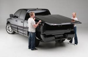 Undercover Truck Bed Covers - SE Smooth Tonneau Cover - Undercover - Undercover UC4056S SE Smooth Tonneau Cover Toyota Tacoma 5' Bed with trac 2005-2012